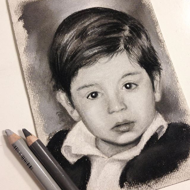 "El tercer miniretrato listo! 10 x 15 cm... Esa carita me suena... The third mini portrait done! 3.9"" x 5.9"""