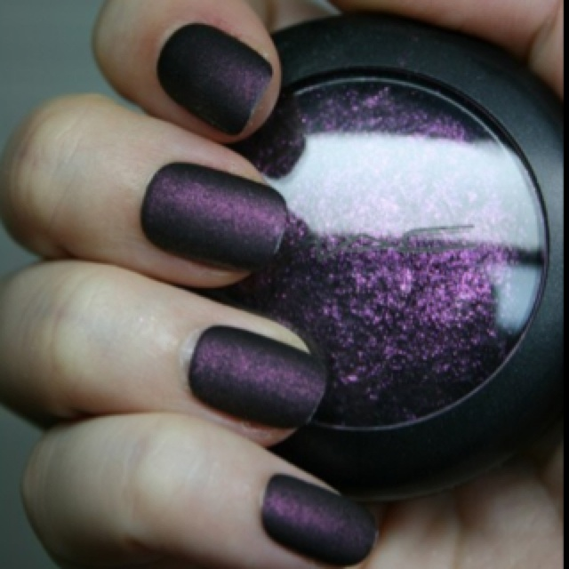 Mix eye shadow with clear nail polish to get a new color nail polish! It really works!