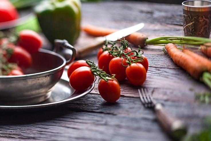 foodfotografie-gemuese-gesund-rustikal-tomaten