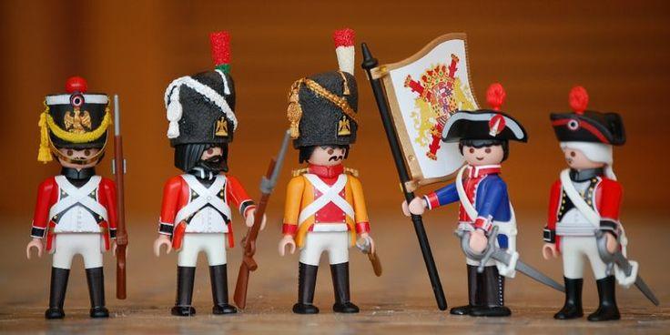 Swiss and Spanish soldiers, XVIII century