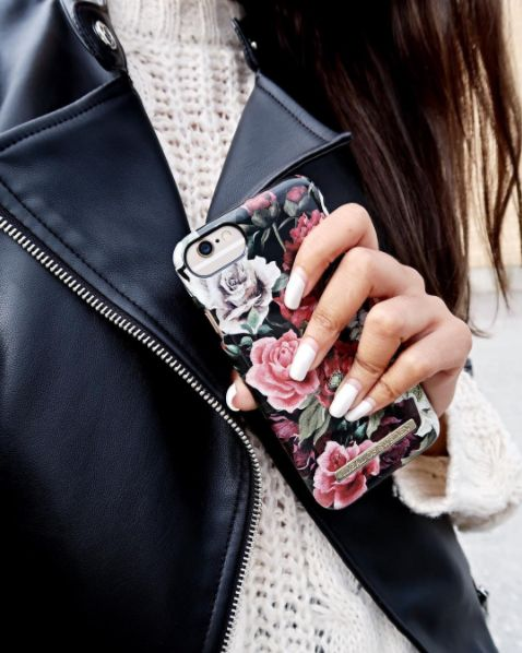 iDeal Of Sweden Fashion Case 'Antique Roses' - pic by: @soniaqureshis #idealofsweden #iphone #phonecase #inspo #details #flowers #fashion