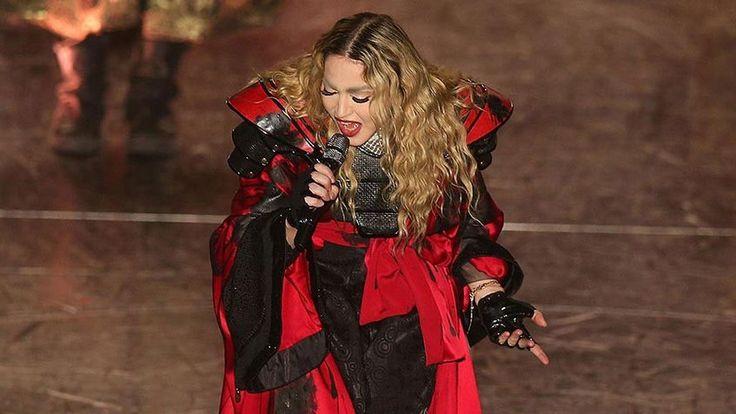 Madonna se pasa de tragos y crea polémica una vez mas, insulta a su ex pareja, bebe tequila en publico y pide sexo a sus seguidores.