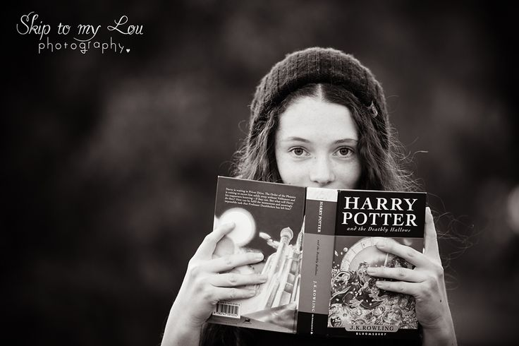 Harry Potter photography session - Melbourne - for all fans of harry potter - Lauren couldnt resist using her harry potter books to create her photos - photographer is Skip to my Lou