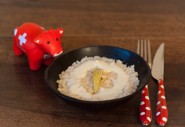 Pear and fondue risotto: 8oz risotto rice, 1 small onion, 2 pears, 4oz white wine, beef broth, 2 tsp butter, 2 tsp flour, 3/4c milk, 4oz grated Sbrinz cheese. Chop onion, sauté in pot with some butter. Add peeled cubed pears. Sauté few mins, add rice. Sauté few mins, add wine, simmer, add broth gradually, let simmer. Melt butter, add flour, cook a bit, add milk little at a time. When thick, add cheese, butter & salt and pepper. Serve rice with some fondue on top & slice of pear.