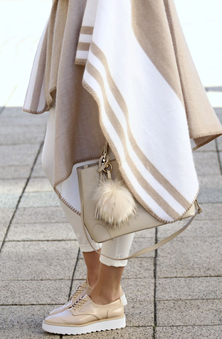 #zara #oxford #shoes #beige #white #poncho #outfit #blogger