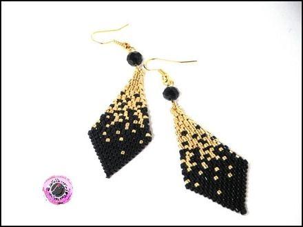 boucles d'oreilles pendantes tissées de rocailles japonaises cylindriques Miyuki noir et doré en forme de losange, travail de recherche de dégradé des coloris noir et doré,  - 11919105