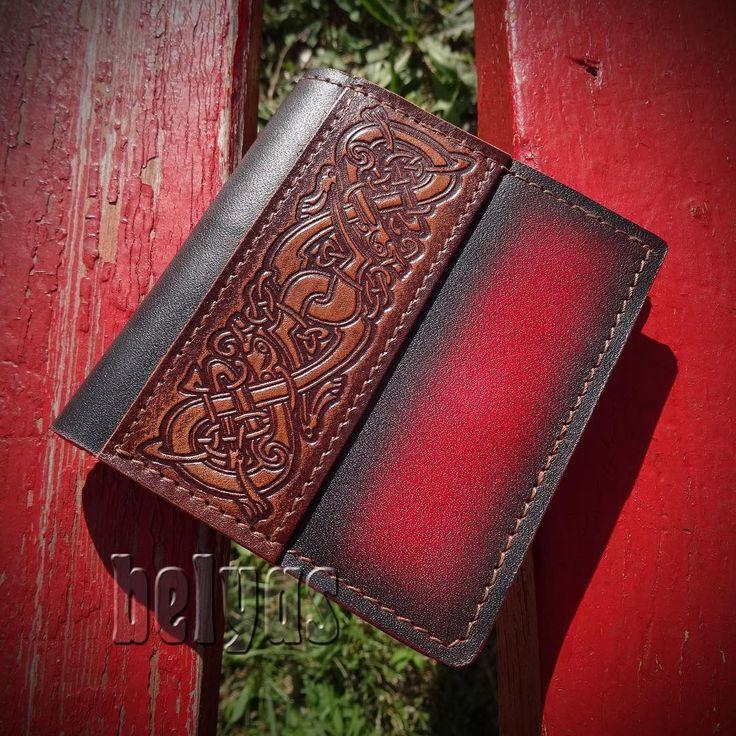 Немного красненького. Кошелёк. 1500р. Кельтский орнамент и яркий цвет.  #кошелёк #кожа #изкожи #кожаный #дляденег #окнамент #кельты #belyas #cuir #leatherart #couro #cuero #leathercraft #leather #celtics