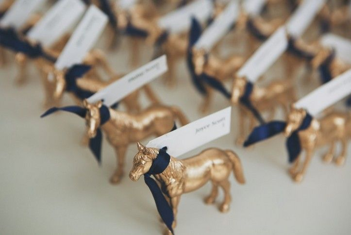 Gold Horse Escort Cards | Photo: DWJ Studios #cjsoffthesquare