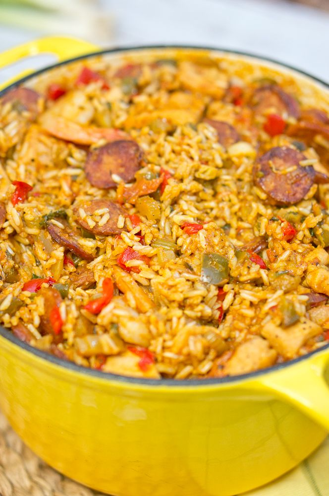 Jambalaya - yummy! This recipe is so flavorful and delicious! #cleaneating #healthy #nutritious #eatclean #cajun #spicy #onepotmeal Delicious Meets Healthy | Jambalaya | http://www.deliciousmeetshealthy.com