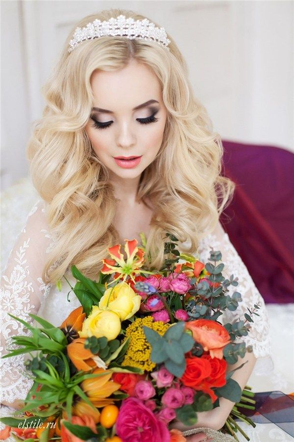 long wavy hairstyle for wedding with crown