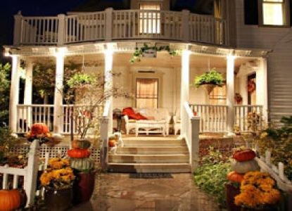 I like the way they decorated their porch for Autumn. :)  Martha's Vineyard Bed & Breakfast | South Haven, Michigan | BBOnline.com