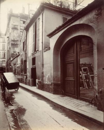 Hôtel, 24 rue Visconti, et vue vers la rue Bonaparte, 6ème arrondissement, Paris | Paris Musées
