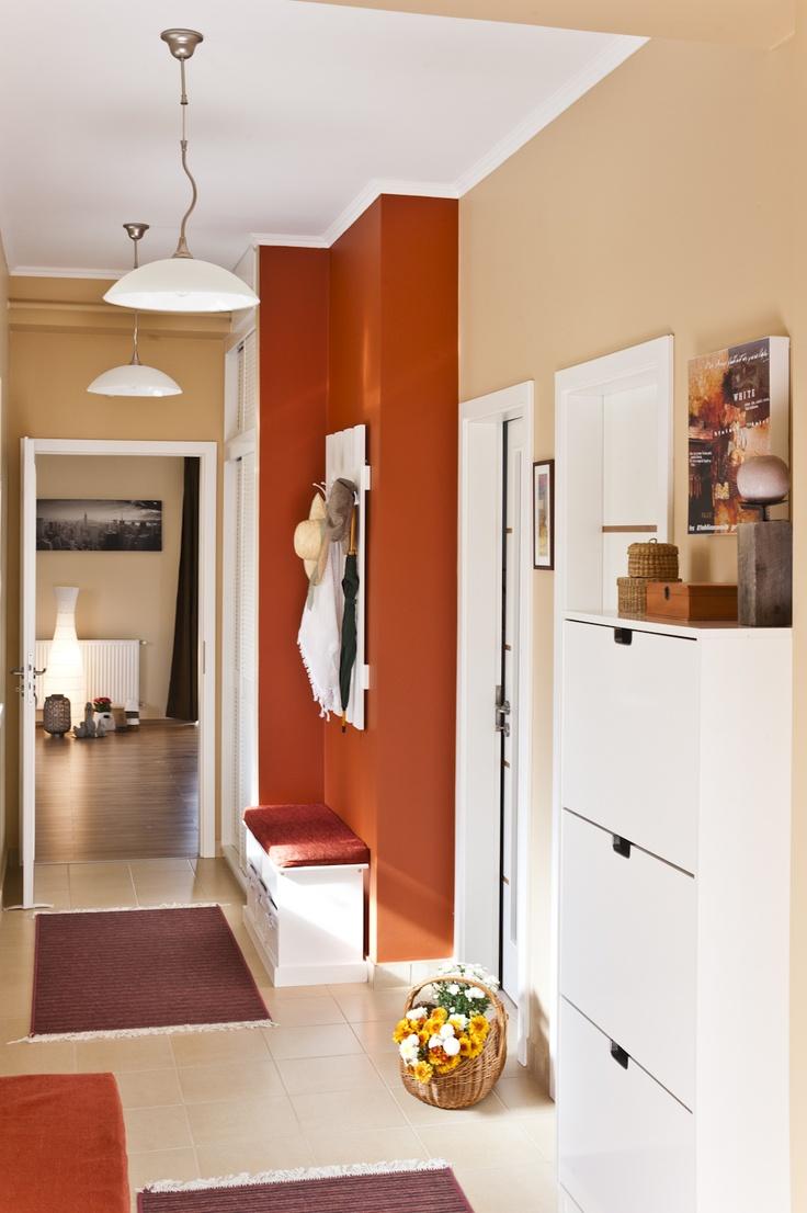 corridor between the living room and bedrooms
