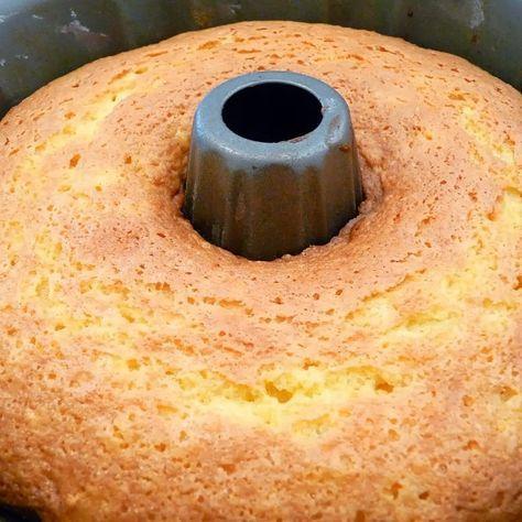 PONQUÉ CLÀSICO SIN AZÚCAR! Me volvieron a pedir esta receta! Es super versátil porque del ponqué de avena, puede salir marmoleado, de coco, de naranja o limón! Ingredientes básicos: ➡️½ taza de aceite de coco, canola o mantequilla de almendras blancas (sin cascara). ➡️½ de taza de endulzante granulado a base de estevia SIN CALORIAS ➡️Ralladura de ½ limón ➡️TRES huevos enteros ➡️1 cucharadita de vainilla · Zumo de ½ limón ➡️2 tazas de harina de avena (avena en hojuelas cruda y pulverizada...