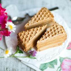 Een bijzondere honingcake, met laagjes!