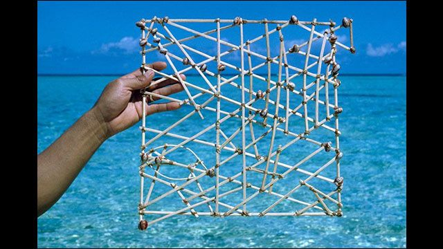 うねり・潮流・島の位置などが正確に記録された、枝と貝殻を組み合わせて作るマーシャル諸島の海図「スティック・チャート」 - DNA