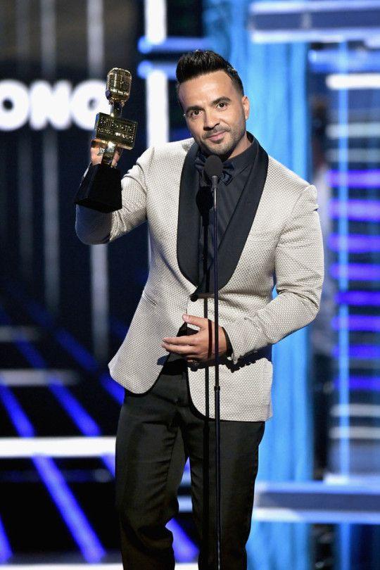 Luis Fonsi accepts Top Hot 100 Song award at 2018 Billboard Music