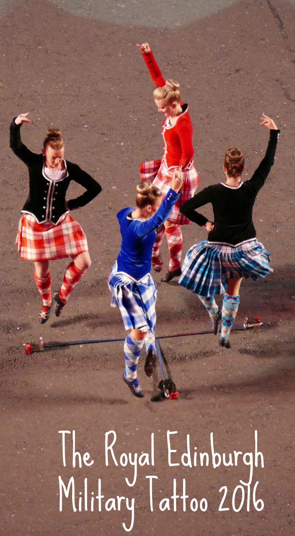 Les danseuses en tenue traditionnelle du Royal Edinburgh Military Tattoo à Edimbourgh