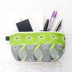 Busy Bee Bag - Medium Geek Gear Zippered Pouch - Green and Gray Atoms | Bugabaloo, Inc.