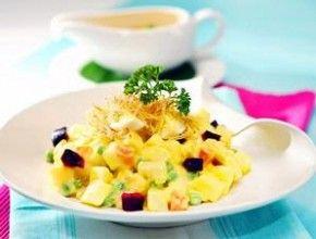 Resep Masakan: Salad Huzarensla   Salad khas negeri Belanda ini sangat lezat dinikmati sebagai makanan pembuka.