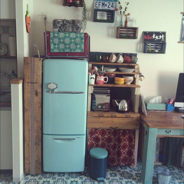 女性で、1DK、一人暮らしの3Coins/賃貸/一人暮らし/DIY/レトロ/家電…などについてのインテリア実例を紹介。「何年も探していた冷蔵庫を近所のリサイクルショップで見つけたときの感動は今でも忘れられない(笑)」(この写真は 2015-04-29 21:44:58 に共有されました)