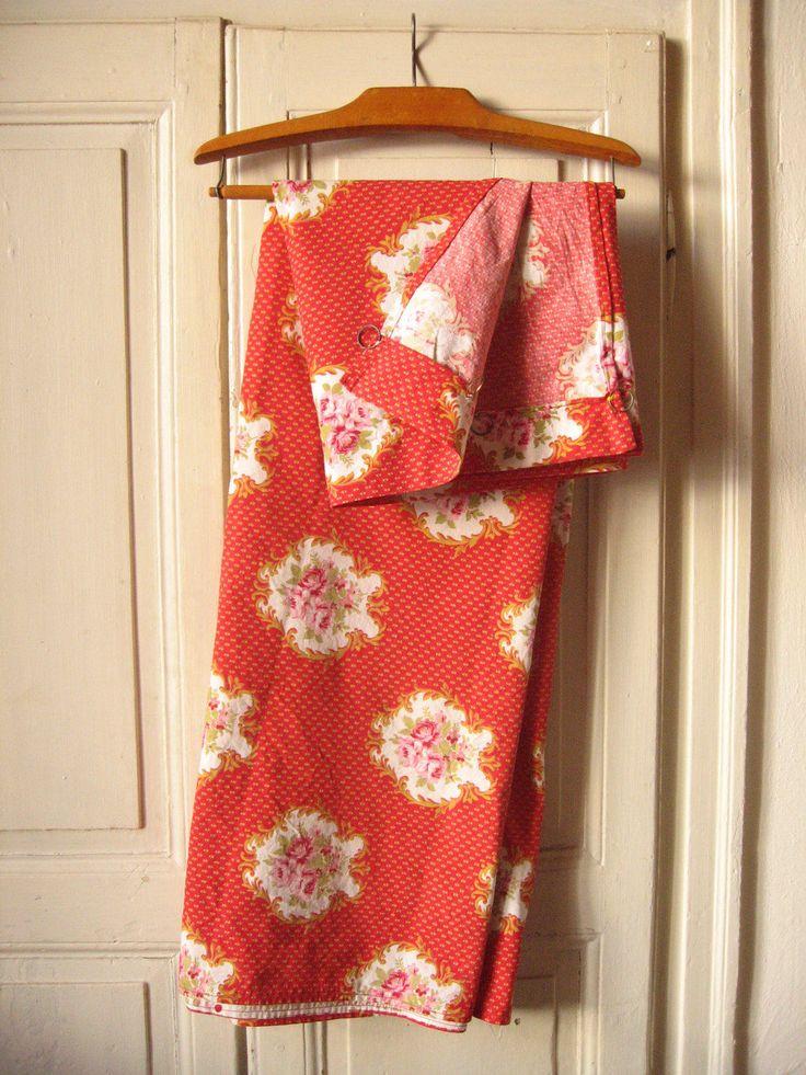 Large rideau rouge et or, motif fleurs roses / Vintage français / Tissu vintage Marignan / Rideau rétro / Panneau de tissu d'ameublement de la boutique LMsoVintage sur Etsy