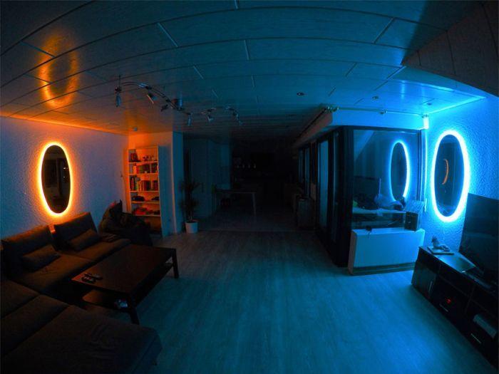 #интересное  Комната с «порталами» (5 фото)   Вдохновленный видеоигрой Portal один парень решил украсить свою комнату с помощью зеркал и светодиодной ленты, чтобы сделать некое подобие порталов. Что из этого получилось, предлагаем взглянуть далее.        далее по сс�