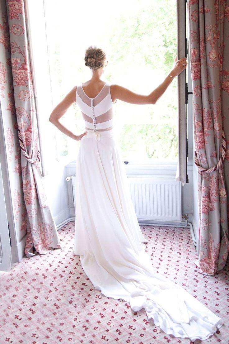 Marine dans sa robe de mariée sur-mesure Mademoiselle de Guise en crêpe de soie et plumetis / mariage / weddingdress / white / chevron