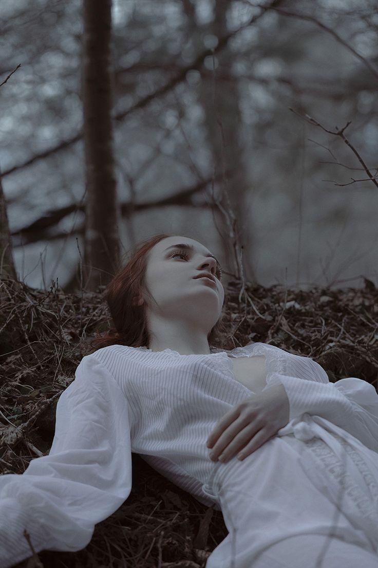 Photographer: Elvira Leone Model: Daniela Roșu