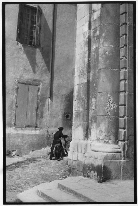 Henri Cartier-Bresson. FRANCE. Ardèche. Bourg Saint-Andéol. 1959.