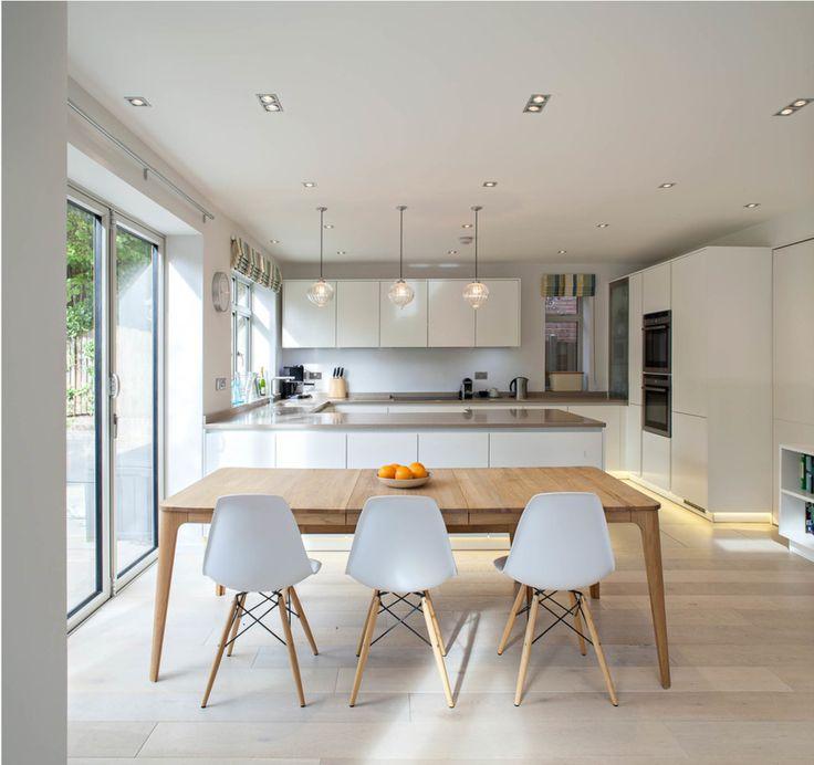 Clean scandinavian design in London residence
