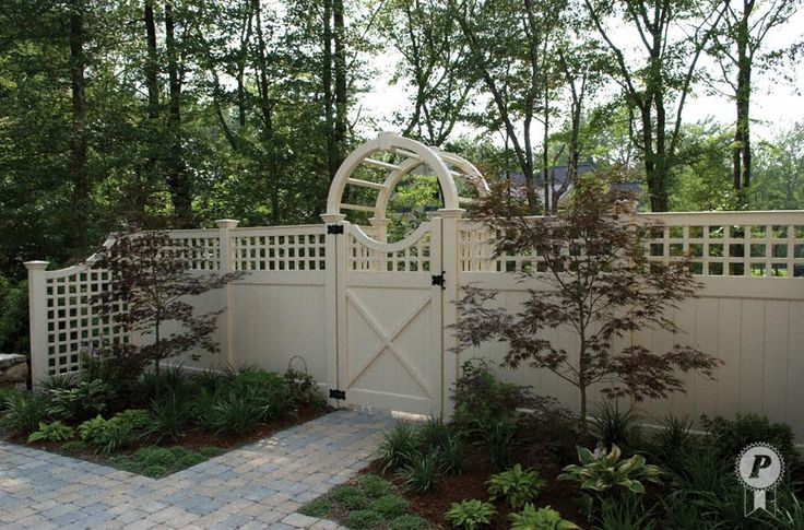 lattice vinyl fencing | beige Ultra Privacy with English Lattice Topper fencing. The fence ...