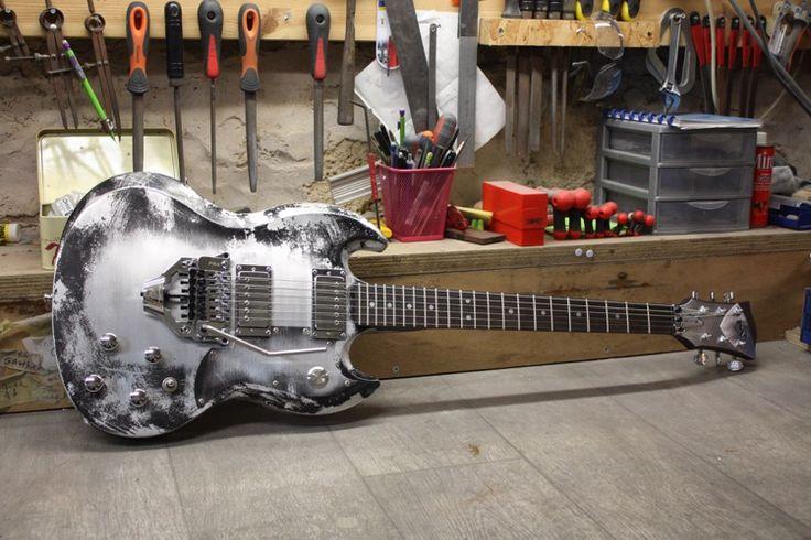 MeloDuende Guitars Aluminium Guitars/Handmade In France.
