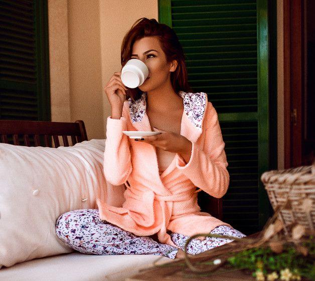 Nachtwäsche - kuscheliger Frottee-Bademantel Carina - apricot - ein Designerstück von continju bei DaWanda