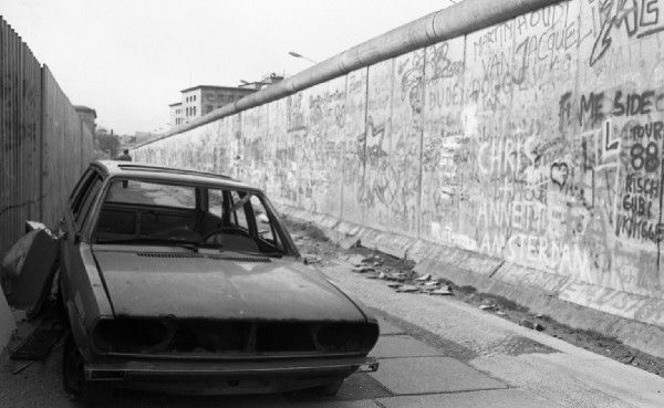 This photographer's collection of Berlin Wall graffiti photos show the politics of paint Tagging the evil empire's formidable fortifications