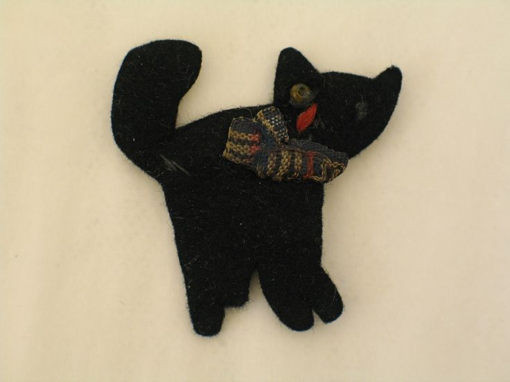 Black cat brooch belonging to A.H. Knewstubb. From the collection of the Air Force Museum of New Zealand.