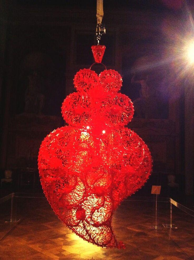 El corazón de #Portugal creado por #joanavasconcelos, moviéndose al ritmo de fado en #Palaciodeajuda | por Maria León
