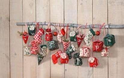 Calendario dell'avvento di design - Decorazioni di Natale rustiche