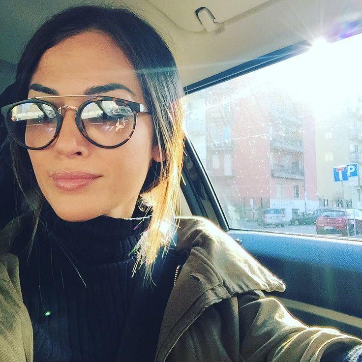 #GiorgiaPalmas Giorgia Palmas: Appena arrivate a Milano e ad accoglierci un bel sole anche qui e 19.5 gradi... Adoro... Il potere della belle giornate  #powerofthesun #positivevibes #sunnyday #spring in the air #me #giorgiapalmas #happy