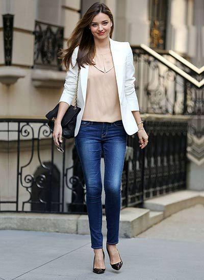 ホワイトジャケット×デニムのコーデ(レディース)海外スナップ | MILANDA