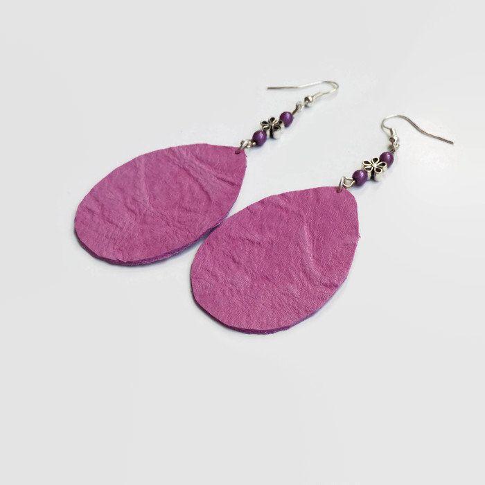 Boucles d'oreilles en cuir mauve , bijoux fait main en France, idée cadeau unique pour remercier la maîtresse, prêt à envoyer, max 20 euros