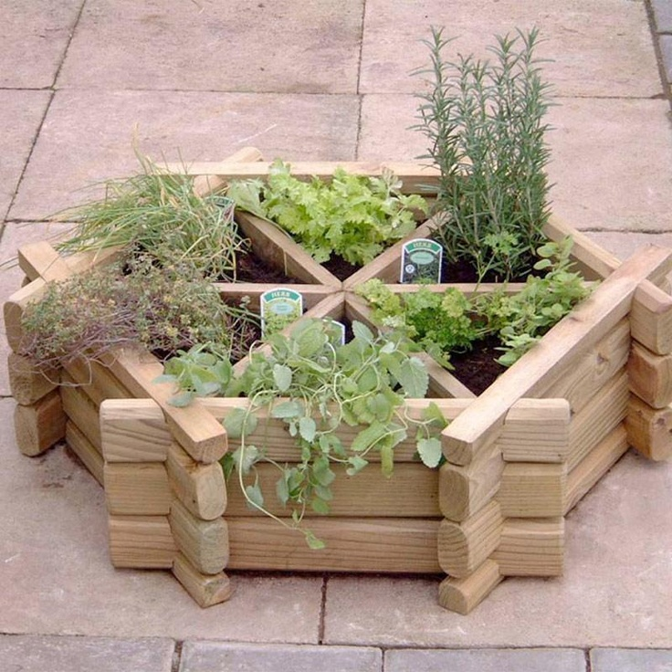 Small Herb Wheel Planter: Gardens Ideas, Herbs Wheels, Herbs Planters, Gardens Design Ideas, Gardens Planters, Herbs Gardens, Planters Boxes,  Flowerpot, Outdoor Planters