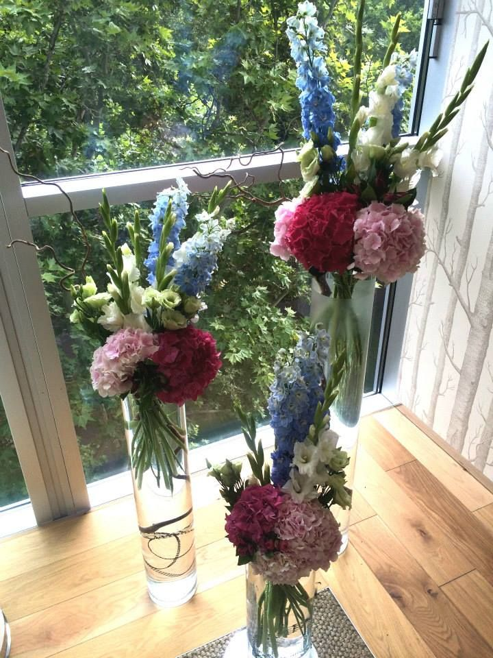 Blue delphinium, pink hydrangeas and gladiolus by ROSMARINO / Modrá ostrožka, růžové hortenzie a mečíky