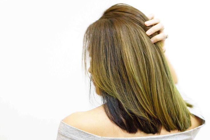 Jablečný ocet je pro mnohé známý, pomáhá vmnoha věcech, jde o jednu znejvšestrannějších složek. Jde o jednu znejúčinnějších látek a to nejen na hubnutí, ale také pro péči o vlasy. Pomáhá vlasům, čistí je, dodává jim lesk a minimalizuje vypadávání vlasů. Kromě toho umí jablečný ocet také povzbudit pokožku hlavy, pomůže odstranit lupy, uklidní svědivou …