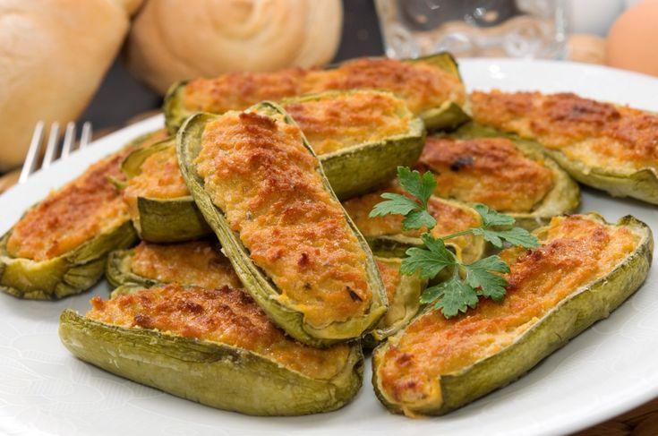 Le zucchine ripiene alla genovese sono un secondo piatto di verdure molto amato e leggero, adatto alla stagione invernale ma anche estiva