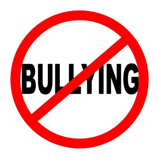 Bullying: Este inspirador vídeo, es una historia de bullying y discriminación sexual, con un final feliz. Pero no siempre ocurre así. Mucha víctimas de discriminación por cuestiones de género, incluso terminan en el suicidio. En esta época de atentados homofóbicos o de odio por razones religiosas, este tipo de testimonios da esperanzas sobre la supervivencia de los valores occidentales de libertad y respeto por la diversidad.