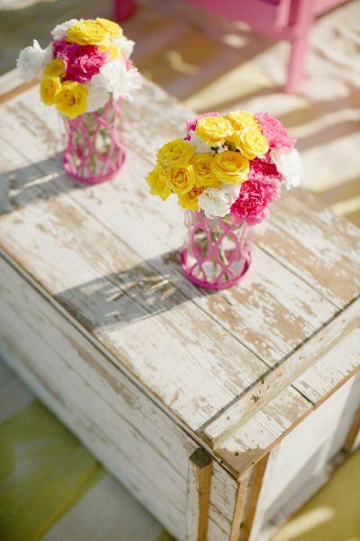 Arranjos para casamento em amarelo e rosa! - Julie Cate Photography