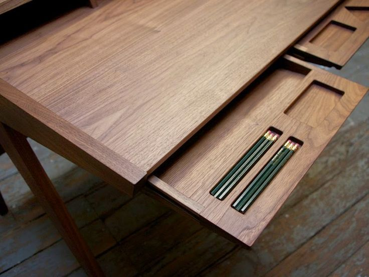 дневник дизайнера: Современный письменный стол из дерева Laura Desk