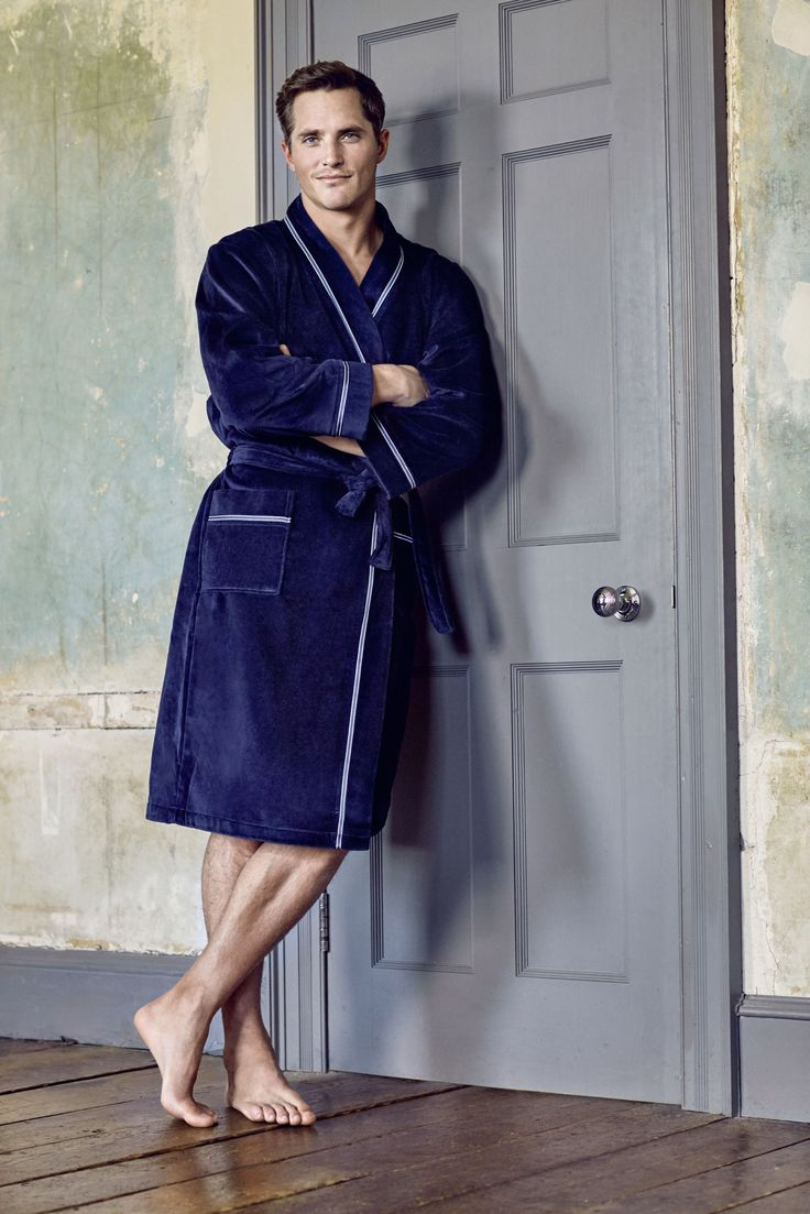 BUGATTI AUTUMN/WINTER 2016 I Use the last days of the year to calm down and let the past month settle in. Enjoy relaxing moments with our fluffy #bathrobe and have a great start into the New Year! #bugattifashion #menswear #bathrobe