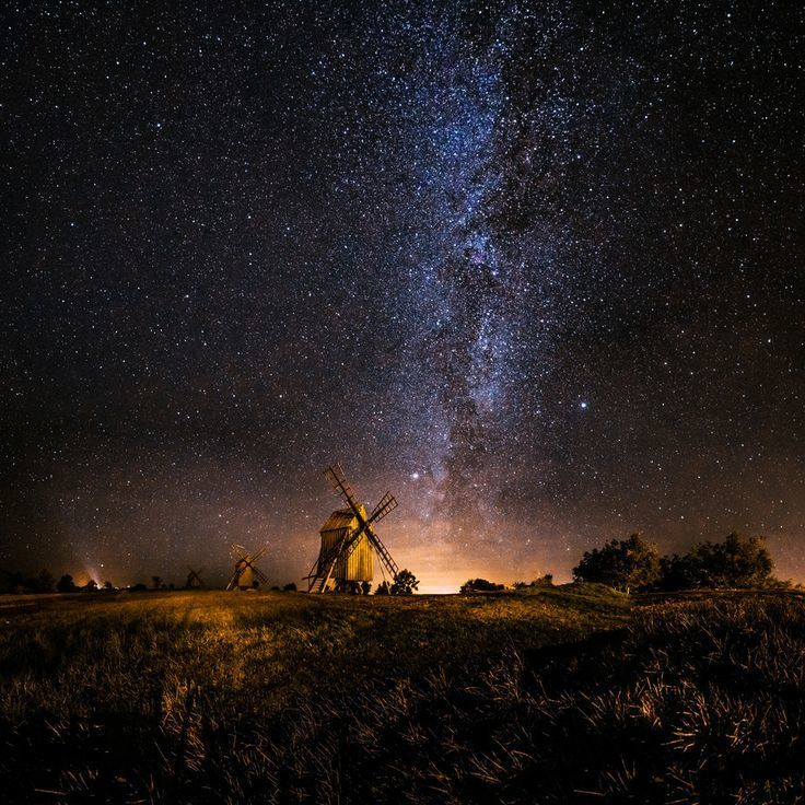 (2) Twitter The milky way is rising behind the old windmills in Resmo, Sweden by Jörgen Tannerstedt